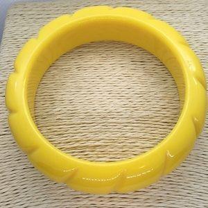 Jewelry - Yellow molded plastic retro bracelet bangle